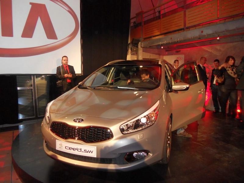 Der Kia Ceed in Silber auf dem Genfer Autosalon 2012