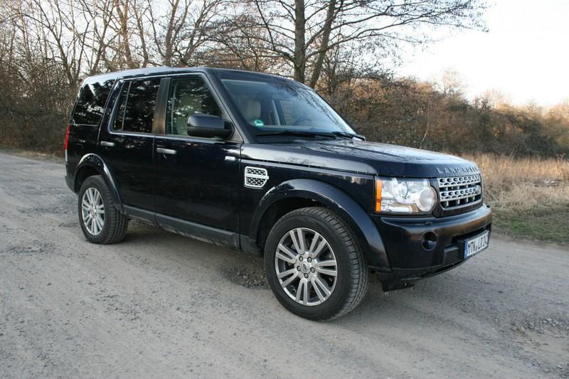 Der Land Rover Discovery 3.0 TDV6 SE in der Front- Seitenansicht (Standaufnahme)