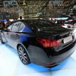 Lexus GS 450h präsentiert sich von hinten