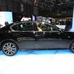 Das Hybridauto Lexus GS 450h in der Seitenansicht