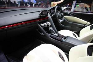 Der Innenraum des Concept Cars Mazda Takeri in Genf