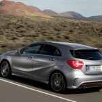 Der Mercedes-Benz A-Klasse Sport in der Seiten- Heckansicht in Silber