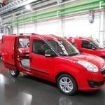 Geöffnete Schiebetüren - Der neue Opel Combo Cargo