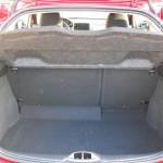 Der Kofferraum des Kleinwagens Peugeot 208