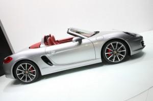 Neuer Porsche Boxster präsentiert sich von der Seite - Genf 2012