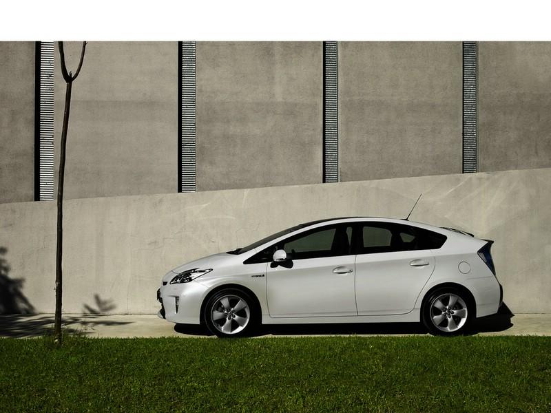 Toyota Prius modellgepflegt ins Jahr 2012