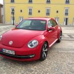 Die Frontansicht des Kompaktwagens Volkswagen Beetle