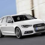 Audi S6 Avant in Weiss (Fahraufnahme)