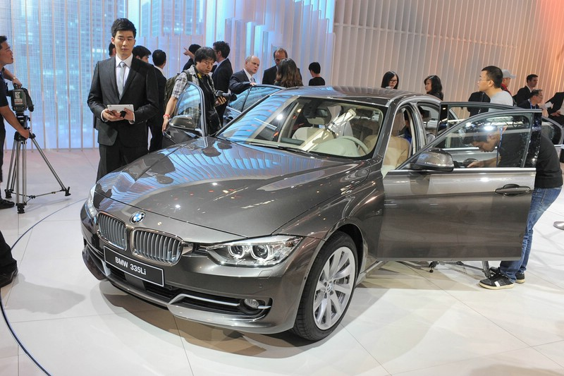 BMW 3er Limousine in der Langversion auf der Auto China 2012