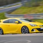Der Opel Astra OPC dreht auf der Rennstrecke schnelle Runden