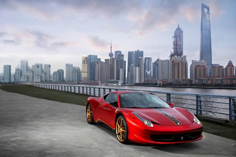 Ferrari 458 Italia Special Edition in der Frontansicht (Standaufnahme)