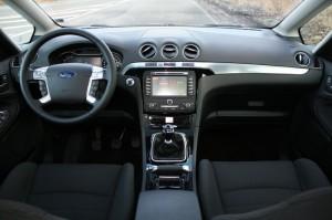 Das Armaturenbrett des Ford S-Max