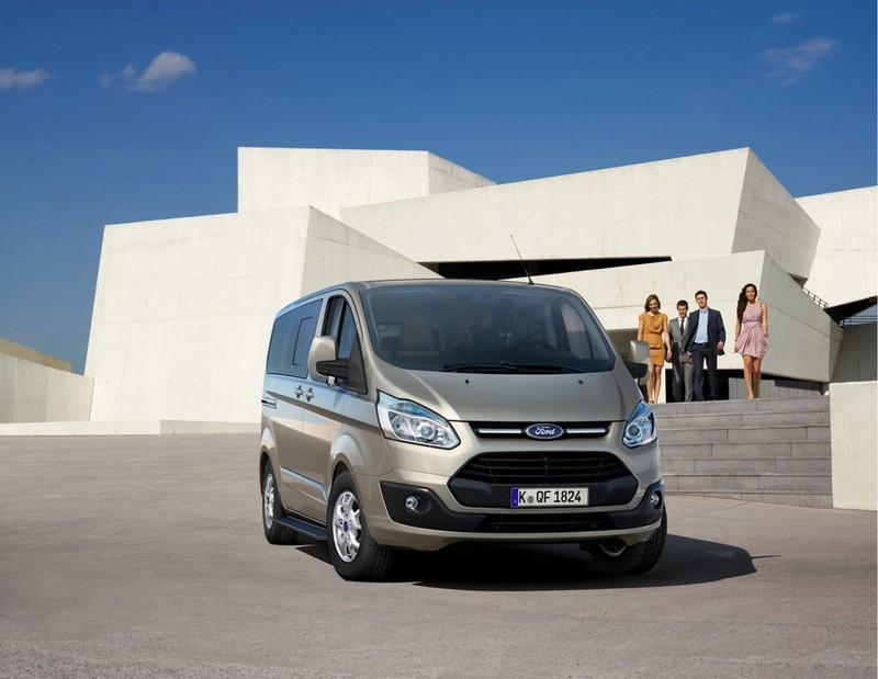 Die Pkw-Version des neuen Ford Transit Custom