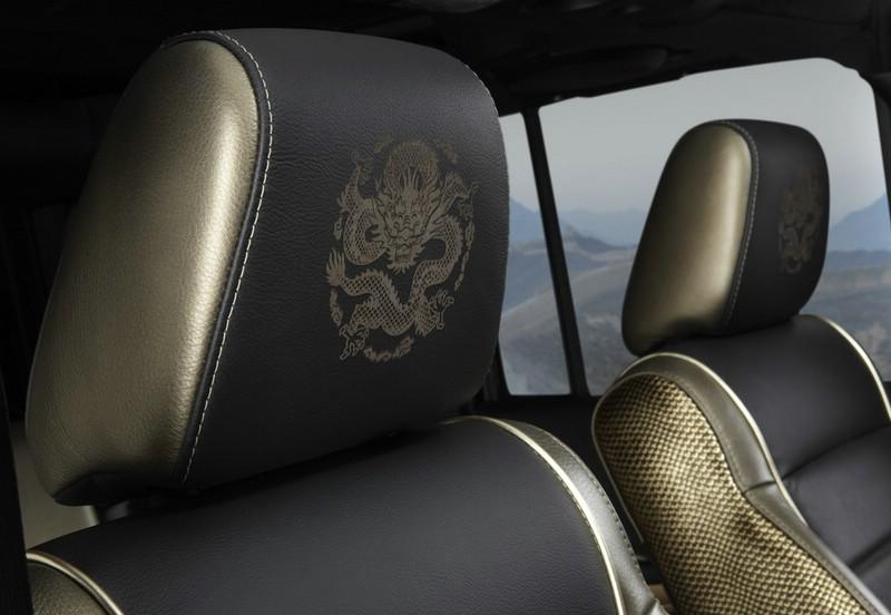 Jeep Wrangler Dragon mit Drachenmuster auf den Ledersitzen