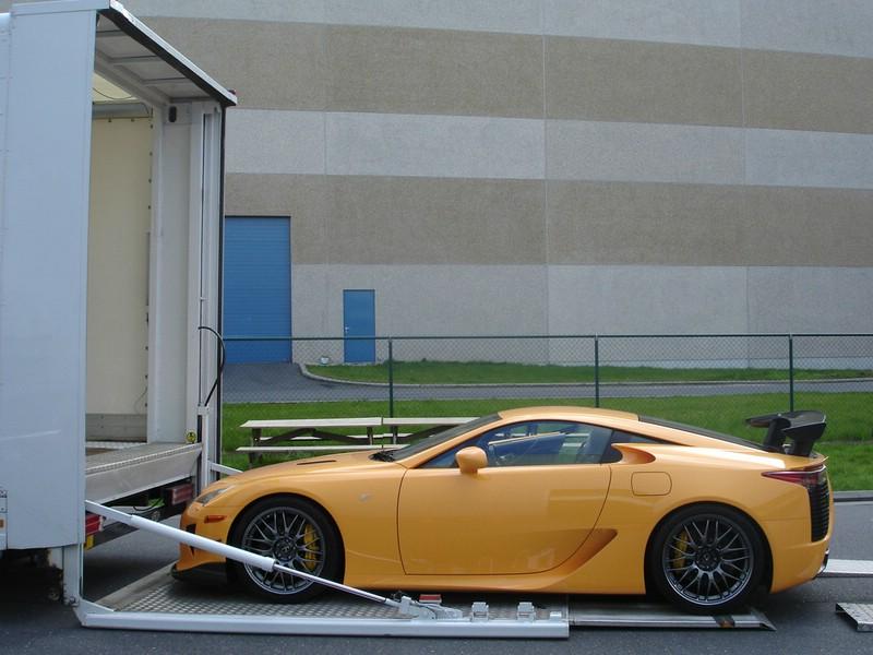 Der Sportler Lexus LFA mit Nürburgring-Paket in der seitenansicht