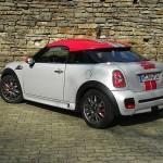 2012 Mini Coupe John Cooper Works in der Seiten- Heckansicht