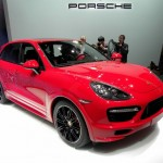 Porsche Cayenne GTS in Rot auf der China-Messe 2012