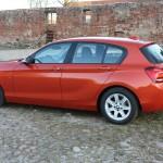 BMW 1er 116d F20 in der Seitenansicht (Rot, Standaufnahme)