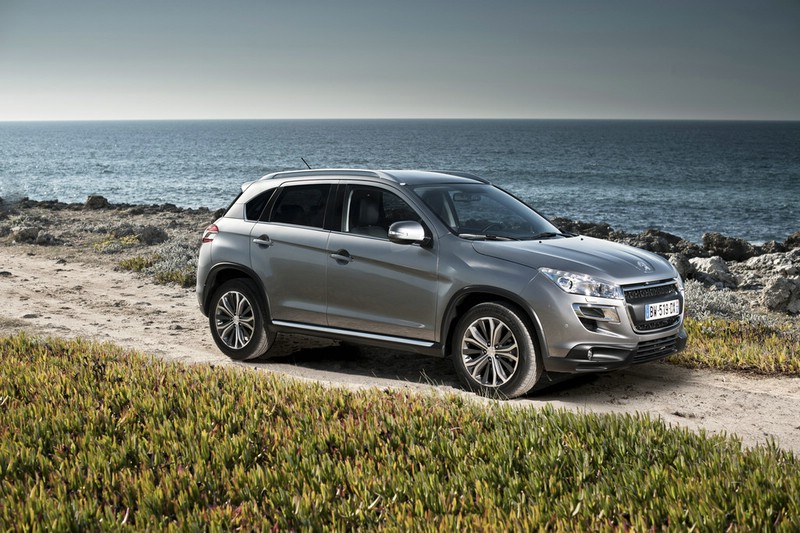 Peugeot 4008 in Silber (Standaufnahme)