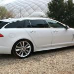 Jaguar XF Sportbrake in Alpinaweiss in der Seitenansicht