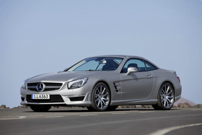 Der neue Mercedes-Benz SL 63 AMG in Silber in der Front- Seitenansicht