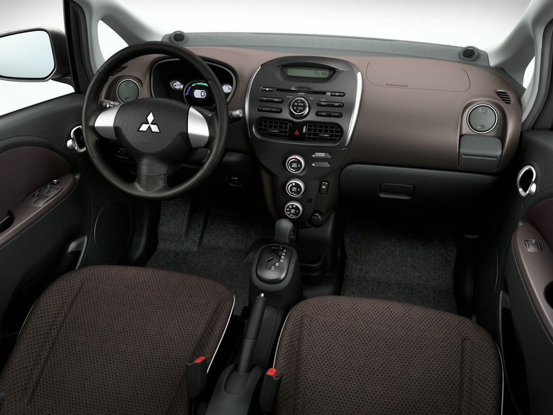 Der Innenraum des Mitsubishi i-MiEV 2012