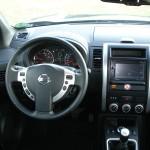 Das Cockpit des Nissan X-Trail 2.0 dCi LE