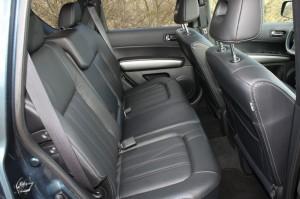 Die hinteren Sitze des Nissan X-Trail 2.0 dCi LE