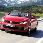 Der neue Volkswagen Golf GTI als Cabriolet (Fahraufnahme)
