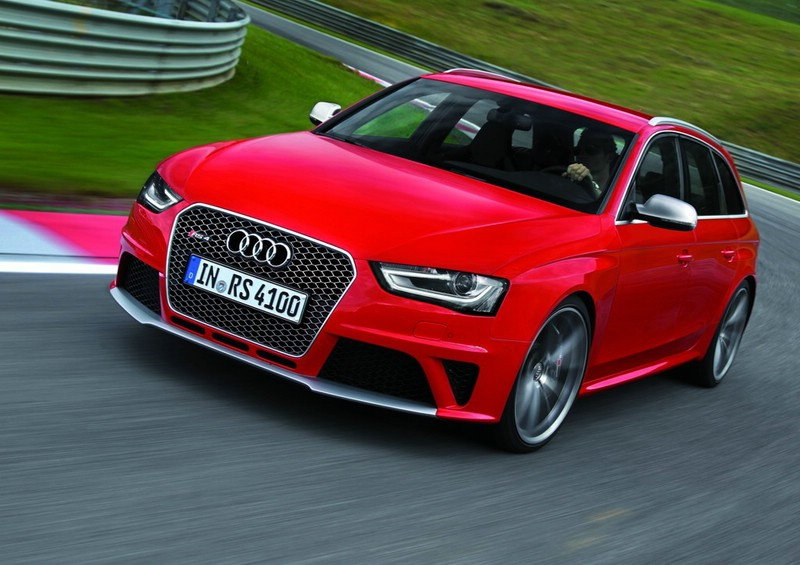 Audi RS 4 Avant in der Frontansicht