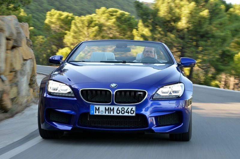 Ein Blaues BMW M6 Cabriolet in der Frontansicht