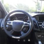Das Cockpit des Ford Focus ST und Tunier