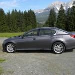 Lexus GS 450h in der Seitenansicht