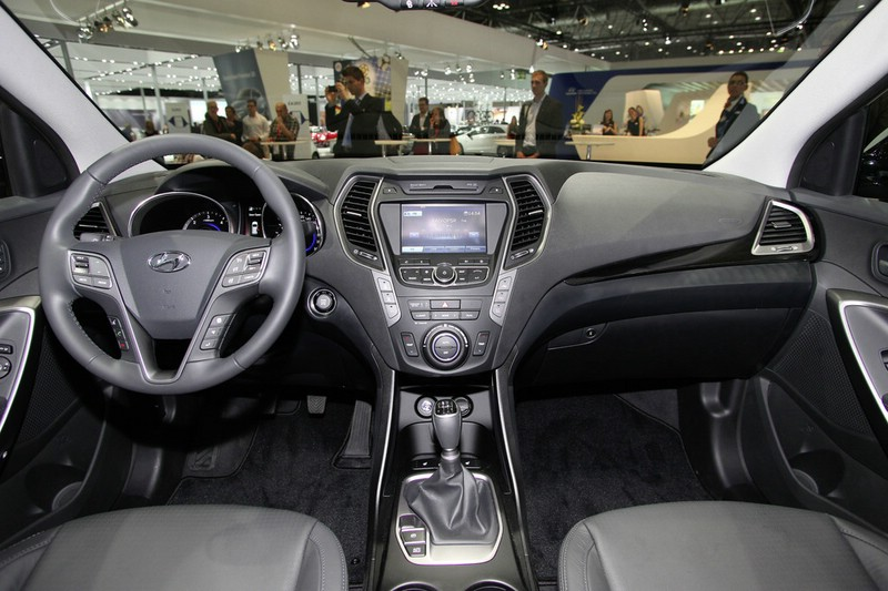 Mazda Santa Fe >> Galerie: Hyundai Santa Fe Innenraum | Bilder und Fotos