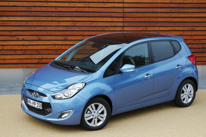 Blauer Hyundai ix20 1.6 CRDi in der Seitenansicht
