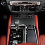 Die Mittelkonsole des Lexus GS 450h