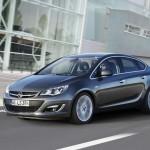 Opel Astra als Limousine (Fahraufnahme)
