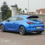 Opel Astra OPC in der Seitenansicht
