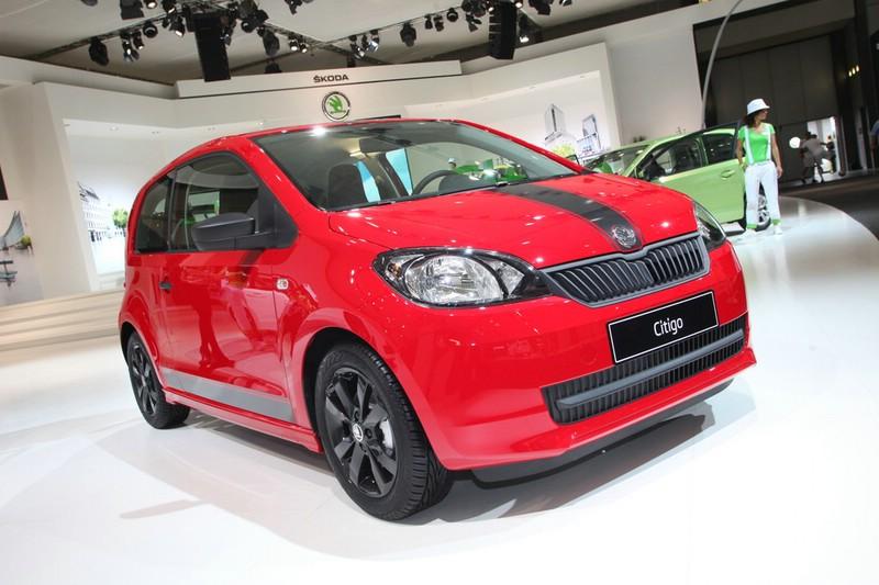 Skoda präsentiert den Citigo in Rot mit schwarzen Streifen