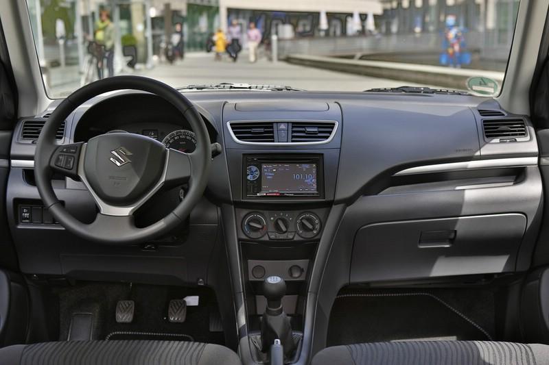 Suzuki Swift Black White Innenraum