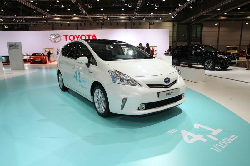 Toyota Prius + auf der AMI 2012