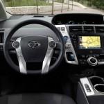 Der Innenraum des Toyota Prius+ - Cockpit, lenkrad