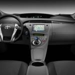 Das Armaturenbrett des Toyota Prius Plug-in Hybrid