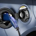 Toyota Prius Plug-in Hybrid beim aufladen