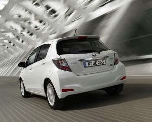 Heckansicht des neuen Toyota Yaris Hybrid