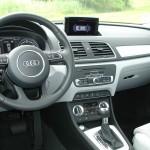 Das Armaturenbrett des Audi Q3 quattro 2.0 TSFI
