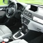 Das Cockpit des Audi Q3 quattro 2.0 TSFI