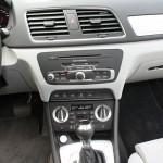 Die Mittelkonsole des Audi Q3 quattro 2.0 TSFI