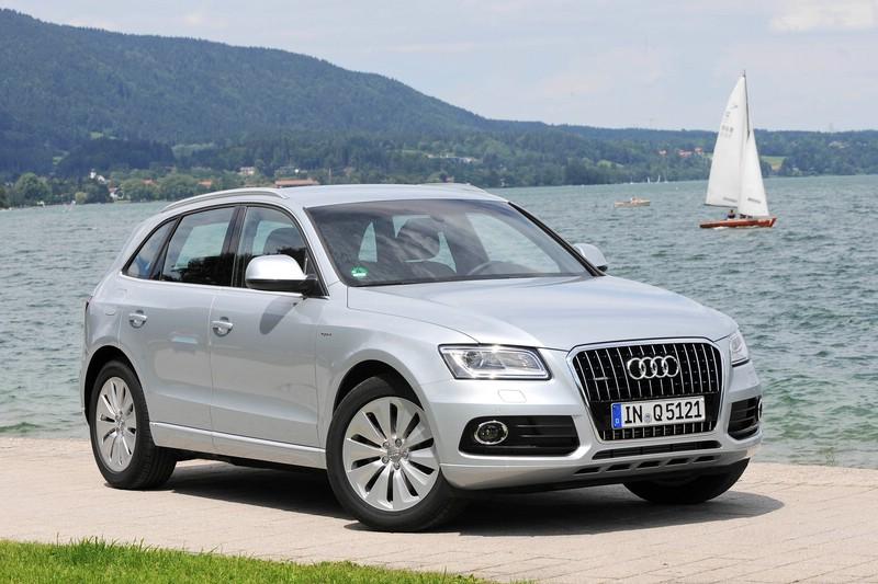 Audi Q5 hybrid quattro in Silber (Standaufnahme)