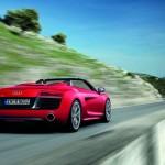 Audi R8 Spyder V10 in Rot in der Heckansicht